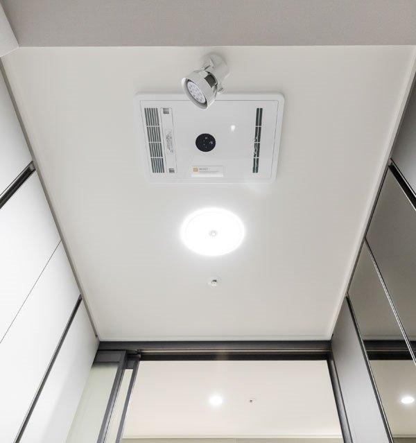 ▲금호건설의 '큐어 스페이스' 천장에 바이러스를 털어낼 수 있는 에어샤워기가 설치돼 있다. (사진제공=금호건설)