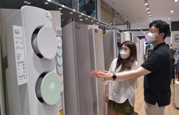 ▲폭염으로 냉방가전 매출이 급증하고 있다. (사진제공=전자랜드)