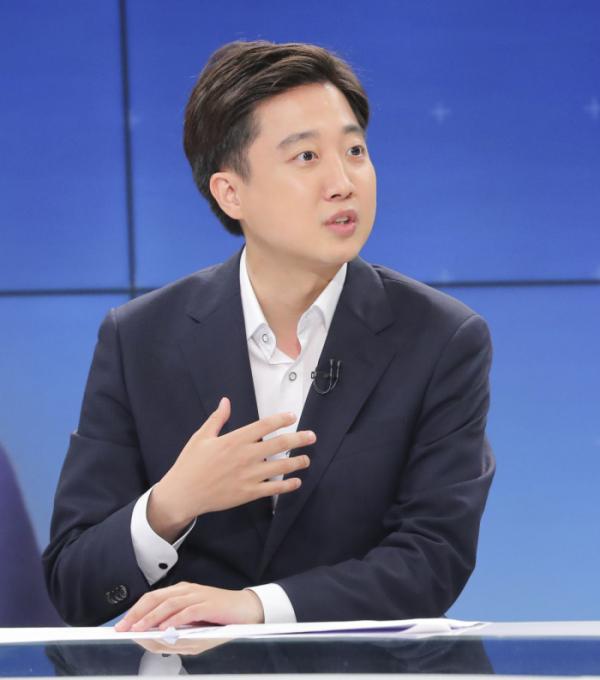 ▲이준석 국민의힘 대표가 21일 서울 양천구 SBS 방송센터에서 열린 여야 당대표 토론 배틀에서 발언하고 있다. (국회사진기자단)