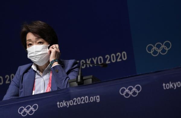 ▲하시모토 세이코 도쿄올림픽·패럴림픽 조직위원회 회장이 17일 일본 도쿄에서 열린 기자회견에 참석하고 있다. 도쿄/EPA연합뉴스
