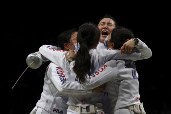 ▲27일 여자 에페 대표팀은 일본 치바 마쿠하리 메세B홀에서 열린 여자 에페 단체전 준결승에서 중국을 물리치고 결승에 올랐다. (AFP/연합뉴스)