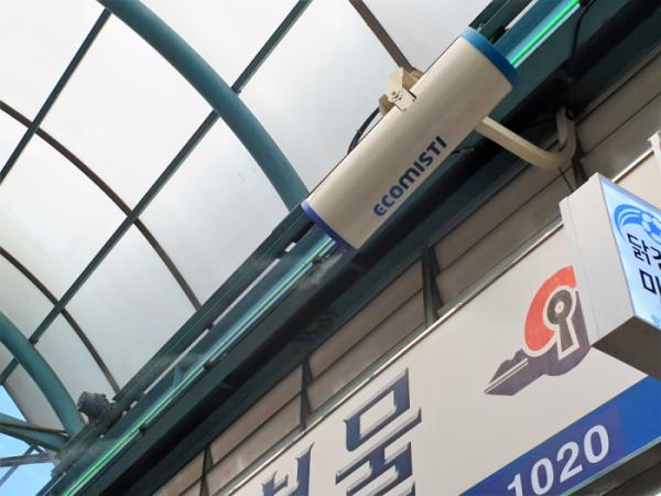 ▲서울 마포구 망원월드컵시장에 설치된 에어쿨러가 작동하고 있다. (심민규 기자 wildboar@)