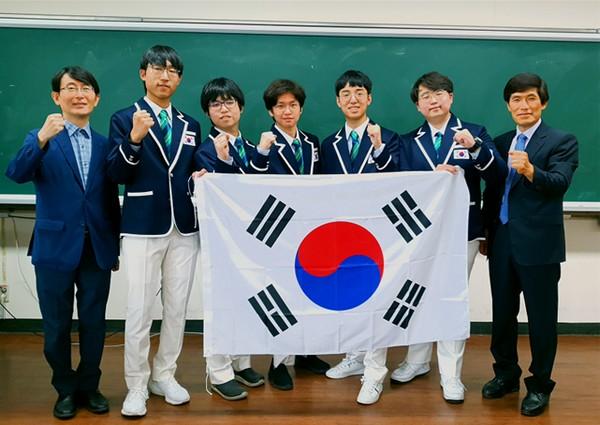 ▲2021년 국제물리올림피아드 한국 대표단. (사진제공=과학기술정보통신부)