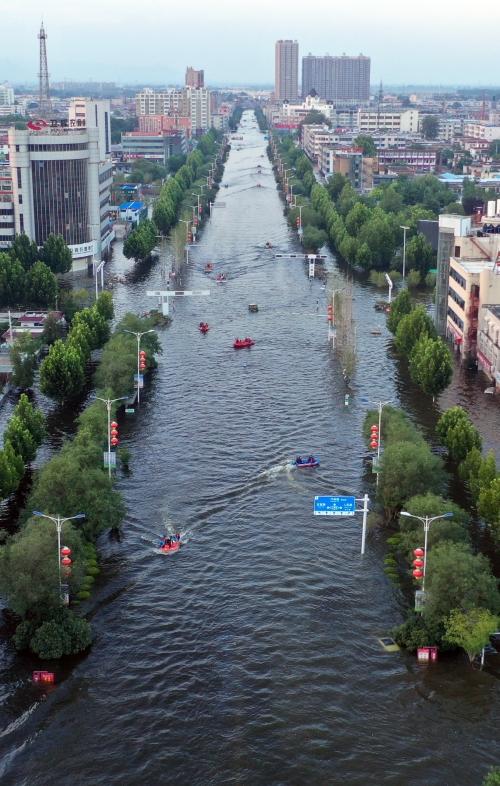 ▲중국 허난성 신샹 웨이후이시에 쏟아진 폭우로 7월 26일(현지시간) 도심이 물에 잠겼다. 웨이후이/신화연합뉴스