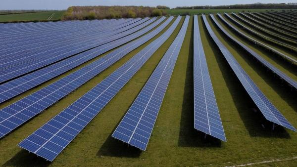 ▲영국 로이스턴 인근에서 태양광 패널들이 보인다.로이스턴/로이터연합뉴스