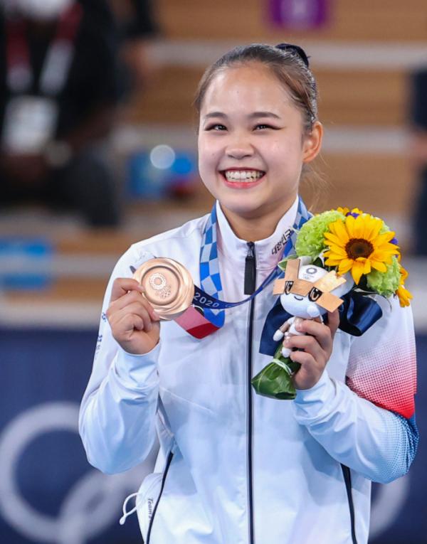 ▲1일 오후 일본 아리아케 체조경기장에서 열린 도쿄올림픽 기계체조 여자 도마 시상식에서 한국 여서정이 동메달을 목에 걸고 미소짓고 있다. (연합뉴스)