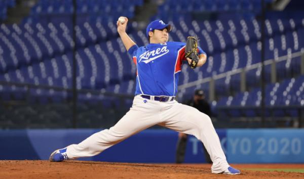 ▲31일 일본 요코하마 스타디움에서 열린 도쿄올림픽 야구 B조 예선 한국과 미국전에 나선 김민우가 공을 던지고 있다. (연합뉴스)