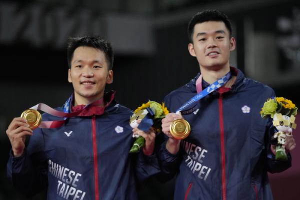 ▲지난달 31일 2020 도쿄올림픽 배드민턴 남자 복식 결승전에서 리양과 왕지린이 중국을 꺾고 정상에 올랐다. (AP/뉴시스)
