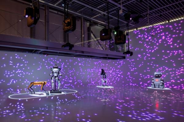 ▲<헬로 로봇, 인간과 기계 그리고 디자인> 전_현대차 로보틱스랩&보스턴 다이내믹스_디자인 영역의 확장, 로봇과 인간  (사진제공=현대차)