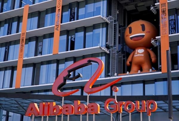 ▲알리바바 로고가 지난해 11월 11일 중국 저장성 항저우에서 열린 광군제 행사장에 보인다. 항저우/로이터연합뉴스