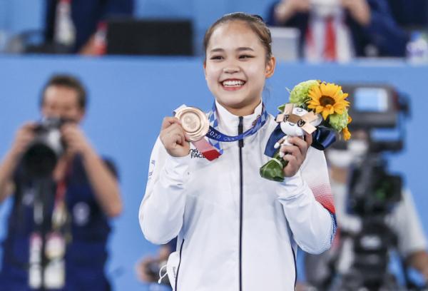 ▲1일 오후 일본 아리아케 체조경기장에서 열린 도쿄올림픽 기계체조 여자 도마 시상식에서 여서정이 동메달을 들어 보이고 있다.  (연합뉴스)
