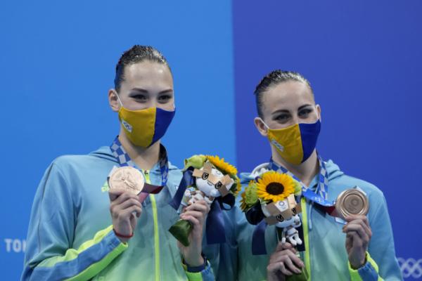 ▲2020 도쿄올림픽 아티스틱스위밍 듀엣 프리루틴에서 동메달을 획득한 우크라이나의 아나스타시야 사우추크·마르타 페딘 (연합뉴스)