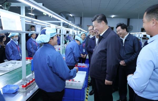 ▲시진핑 중국 국가주석이 2018년 10월 23일 광둥성 칭위안의 한 공장을 방문하고 있다. 칭위안/신화뉴시스