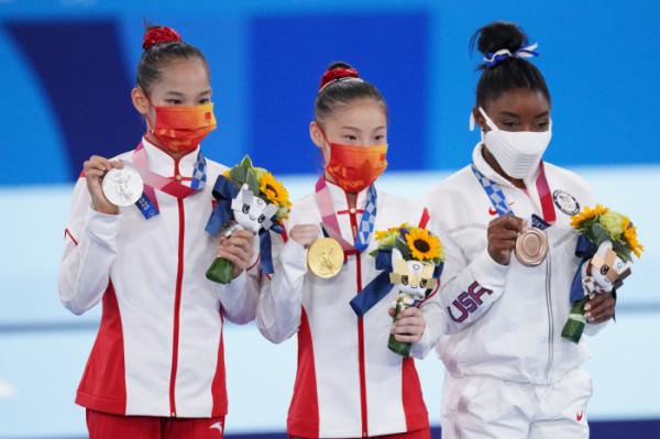 ▲2020 도쿄올림픽 기계체조에서 금·은메달을 딴 중국 선수와 동메달을 획득한 미국 선수 (연합뉴스)