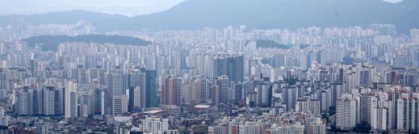 ▲금융당국의 대출 축소 영향 등으로 매수심리가 위축되면서 수도권 아파트 오름세가 한풀 꺾였다.  (사진 제공=뉴시스)
