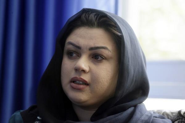 ▲아프가니스탄 인권운동가 자르미나 카카르가 13일 카불에서 AP통신과 인터뷰하고 있다. 카불/AP뉴시스