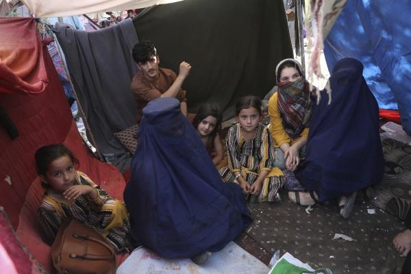 ▲아프가니스탄 카불의 한 가정에 13일 여성 구성원들이 모여있다. 카불/AP뉴시스