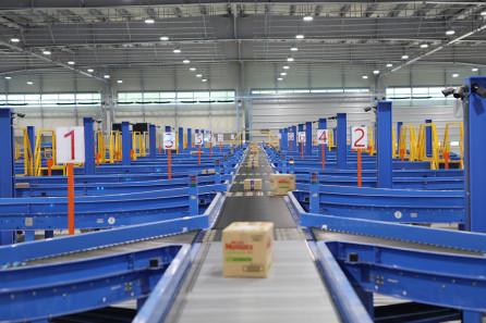 ▲택배 서브 터미널 55개소에 도입될 예정인 배송 분류 자동화 장치 '휠 소터'.  (사진제공=한진)