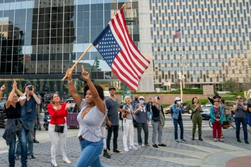 ▲신종 코로나바이러스 감염증(코로나19) 백신 접종 의무화에 반대하는 미국 사람들이 27일(현지시간) 뉴욕에서 시위를 하고 있다. 뉴욕/로이터연합뉴스
