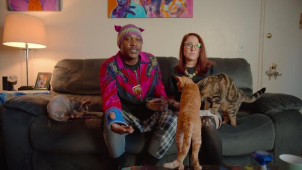 ▲'고양이 래퍼'로 잘 알려진 모쇼는 현재 아내와 함께 여러 마리의 고양이를 기르며 긍정적인 메시지를 널리 퍼뜨리고자 노력하고 있다. (넷플릭스)