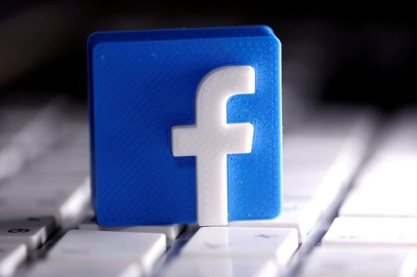 ▲3D 프린팅된 페이스북 로고가 서 있다. 로이터연합뉴스
