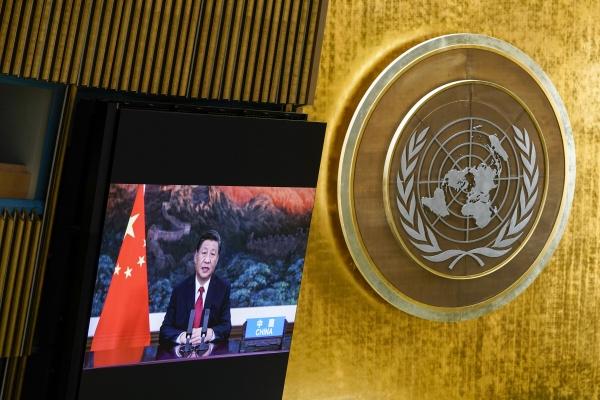 ▲시진핑 중국 국가주석이 화상으로 연설하는 모습이 21일(현지시간) 미국 뉴욕 유엔본부에 설치된 스크린에서 방영되고 있다. 뉴욕/AP연합뉴스