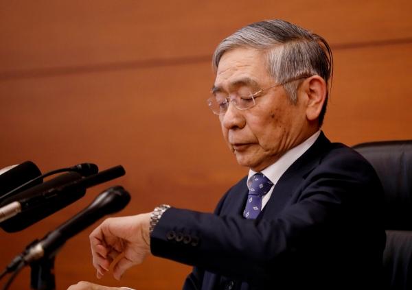 ▲구로다 하루히코 일본은행 총재가 1월 21일 기자회견을 준비하고 있다. 도쿄/로이터연합뉴스