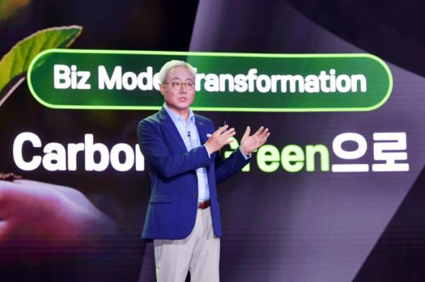 ▲김준 SK이노베이션 총괄 사장이 7월 스토리데이에서 회사의 친환경 사업 전략을 발표하고 있다. (사진제공=SK이노베이션)