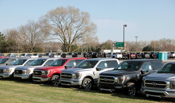 ▲지난 3월 29일 포드 자동차 2021 F-150 픽업트럭이 미국 미시간주 디어본에서 부품을 기다리고 있다. 디어본/로이터연합뉴스