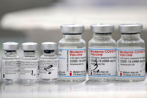 ▲미국 제약사 모더나의 신종 코로나바이러스 감염증(코로나19) 백신. (로이터/연합뉴스)