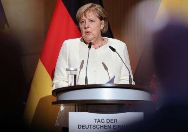 ▲앙겔라 메르켈 독일 총리가 3일(현지시간) 작센안할트주 할레에서 열린 독일 통일 31주년 기념식에서 연설을 하고 있다. 할레/로이터연합뉴스