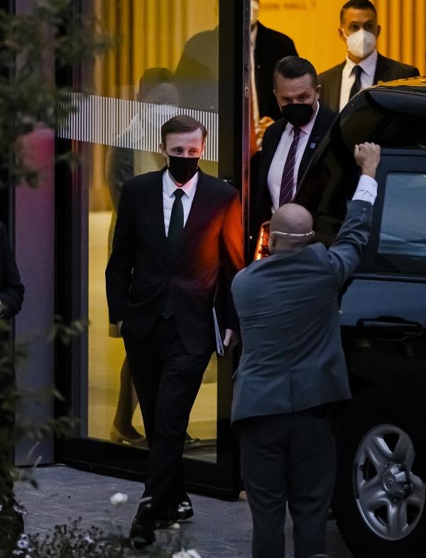 ▲제이크 설리번 미국 백악관 국가안보보좌관이 6일(현지시간) 스위스 취리히의 하얏트 호텔에서 나오고 있다. 취리히/EPA연합뉴스