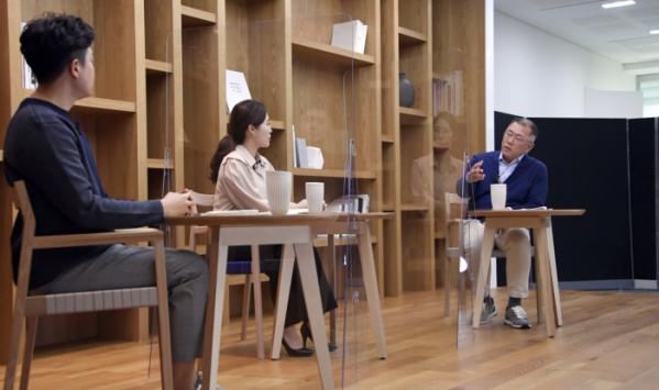 ▲정의선 현대차그룹 회장이 3월 16일 그룹 임직원을 대상으로 열린 타운홀 미팅에 참석했다.  (사진제공=현대차)