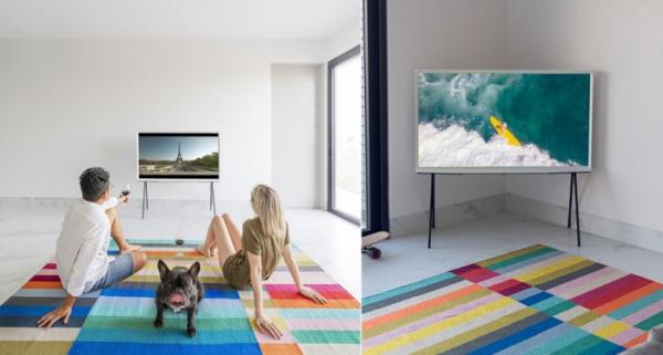 ▲멕시코 사진작가 비로(Virro), 프랑스 크리에이터 로라(Lola) 부부의 집에 삼성 라이프스타일 TV가 설치된 모습  (사진제공=삼성전자)