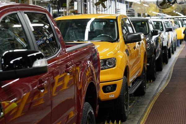 ▲6월 14일 미국 미시건주에 위치한 포드 자동차 공장에서 2021 포드 레인저 트럭이 생산되고 있다. (AP/뉴시스)