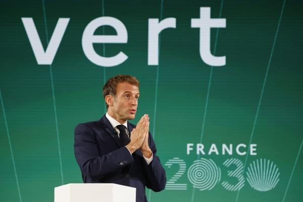 ▲에마뉘엘 마크롱 프랑스 대통령이 12일(현지시간) 파리 엘리제궁에서 '프랑스 2030' 투자 계획을 발표하고 있다. 파리/AP연합뉴스