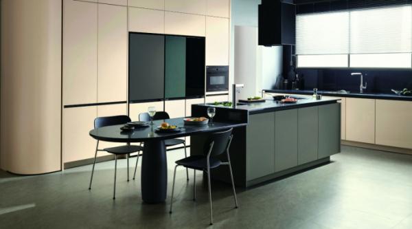 ▲LX하우시스가 새로 출시한 주방가구 제품 'LX Z:IN 인테리어 키친 제니스9 오브제 살롱'과 LG전자 오브제컬렉션 냉장고, 김치냉장고를 적용한 주방 (사진제공=LX하우시스)