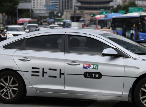 ▲서울시내에서 '타다' 택시가 거리를 달리고 있다.  (연합뉴스)
